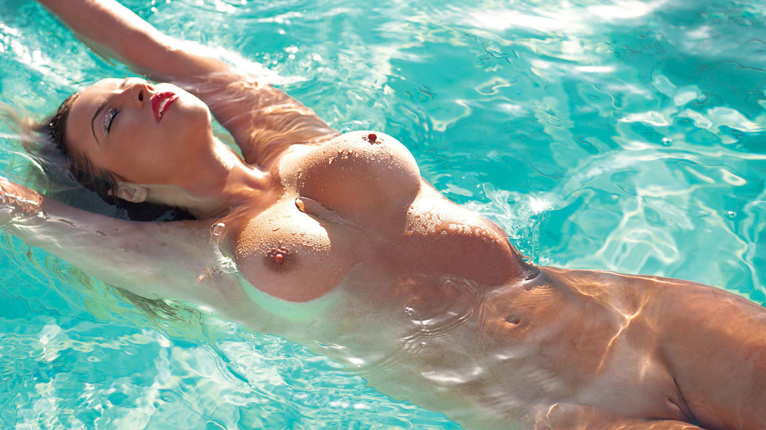 girlfriend-swims-nude-home-made