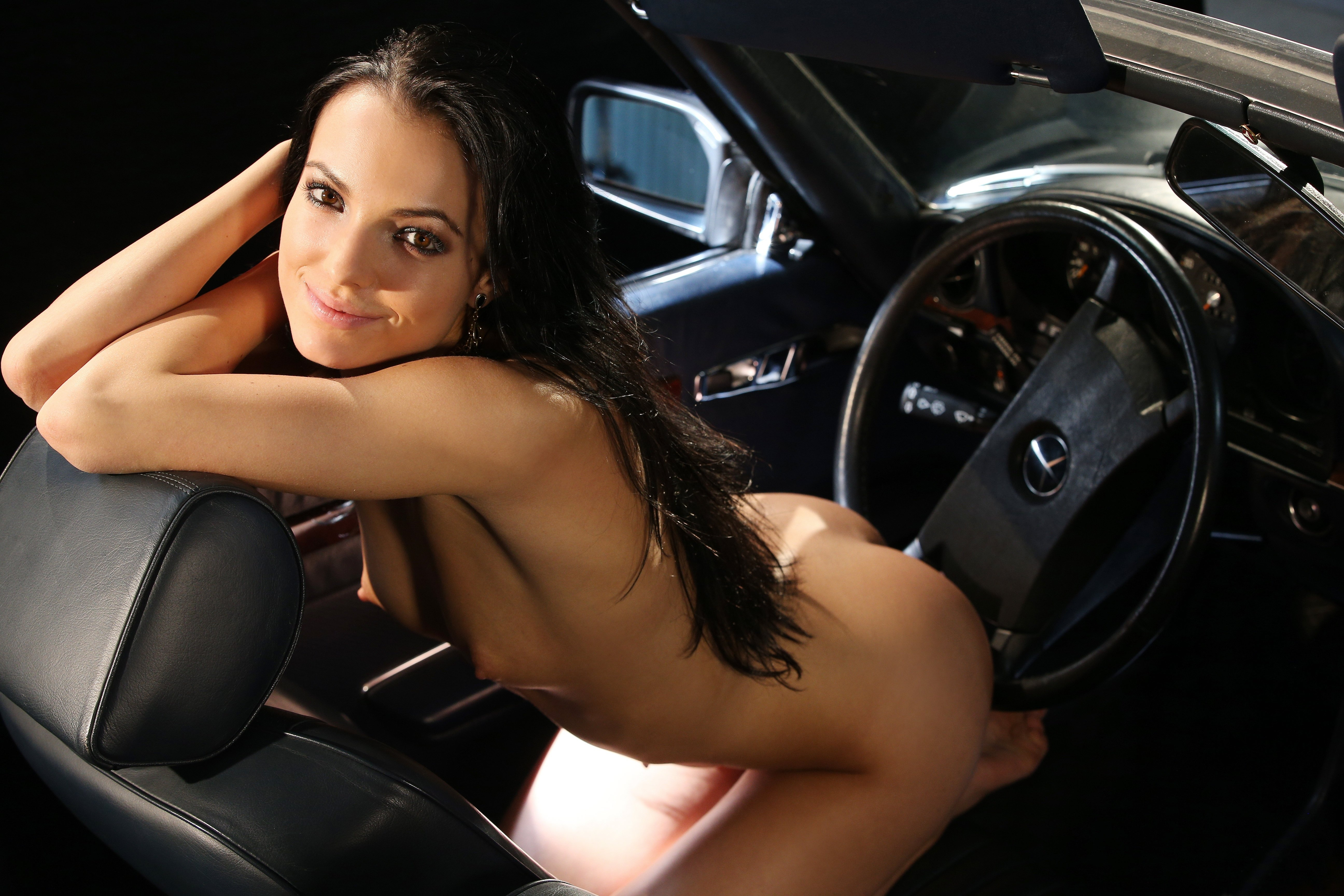 chicks-flashing-naked-girl-fixing-a-car-nudy